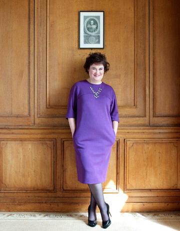 susan-boyle-purple-dress-0909-de